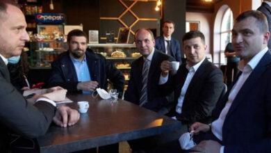 Photo of Зеленскийге карантин кезінде кафеге барғаны үшін айыппұл салынды